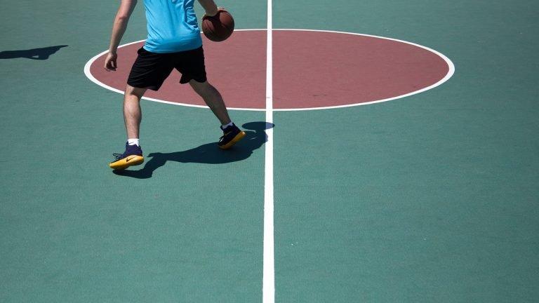 Tipuri de îmbrăcăminte sportivă pentru bărbați