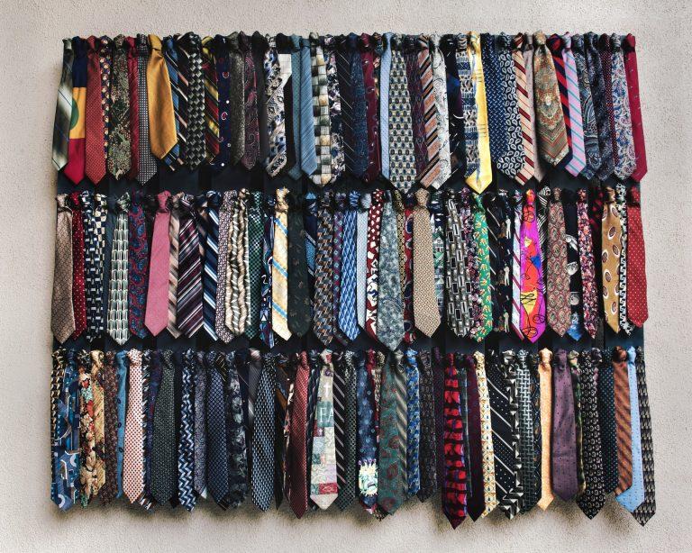 Cravate de diferite tipuri și culori