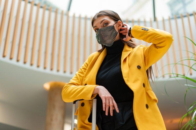 masca în ton cu tendințele modei
