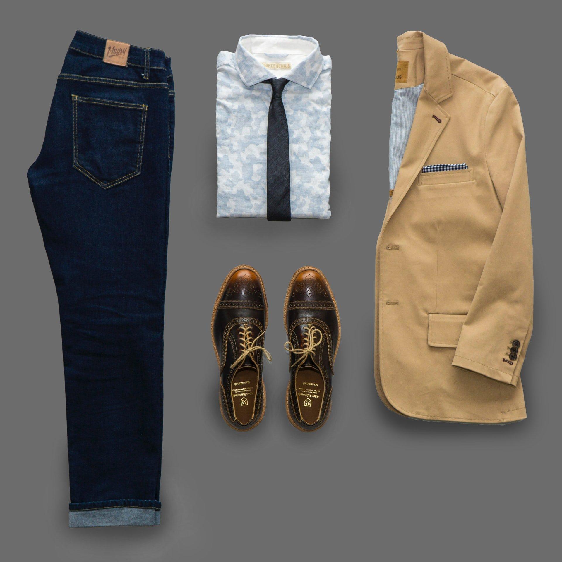Pantofi eleganți care se potrivesc cu blugi